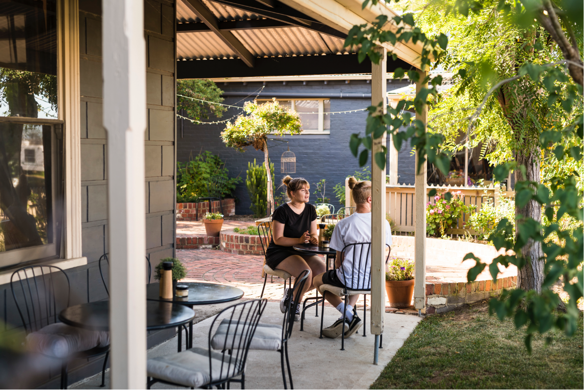 Courtyard - Outdoor Dining